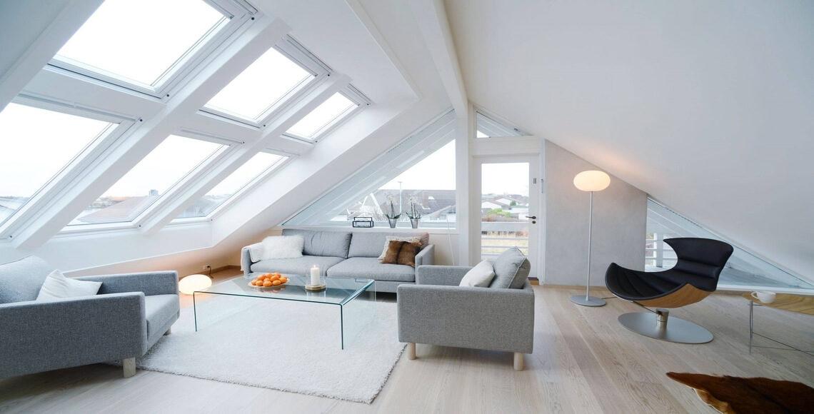 mansarda con finestre per tetti