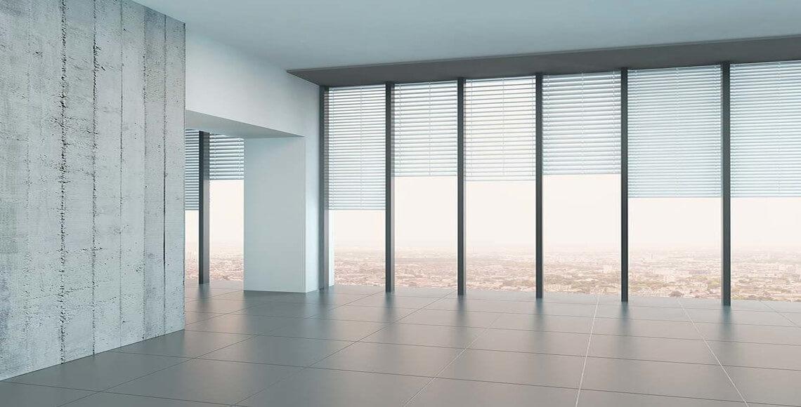 esempio di ambiente con finestre con veneziane interne