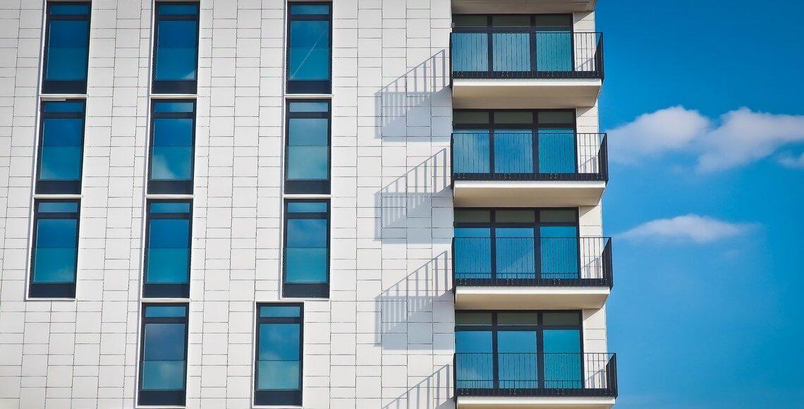 facciata-ventilata-edificio-bianco