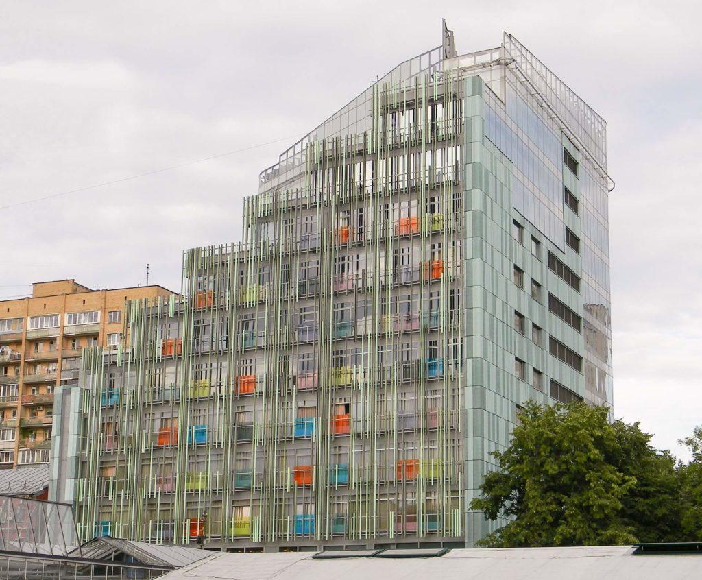 facciata continua lluminio e vetrata colorata