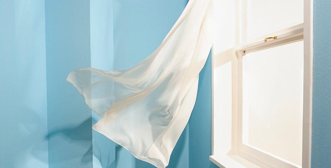 tenda che sventola finestra permeabilità aria