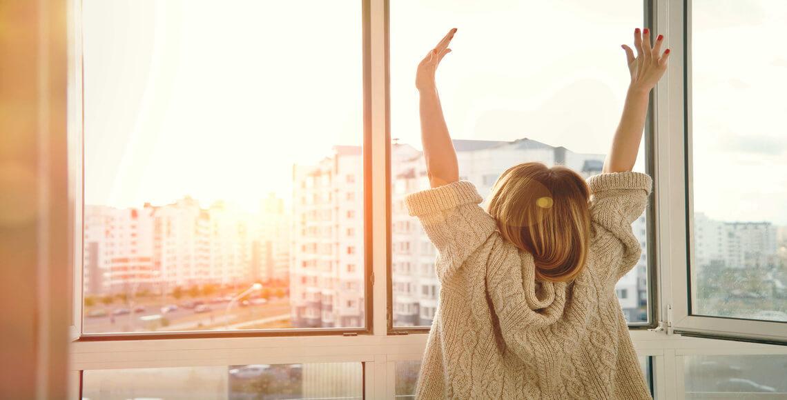 qualità dell'aria aprendo le finestre appena svegli