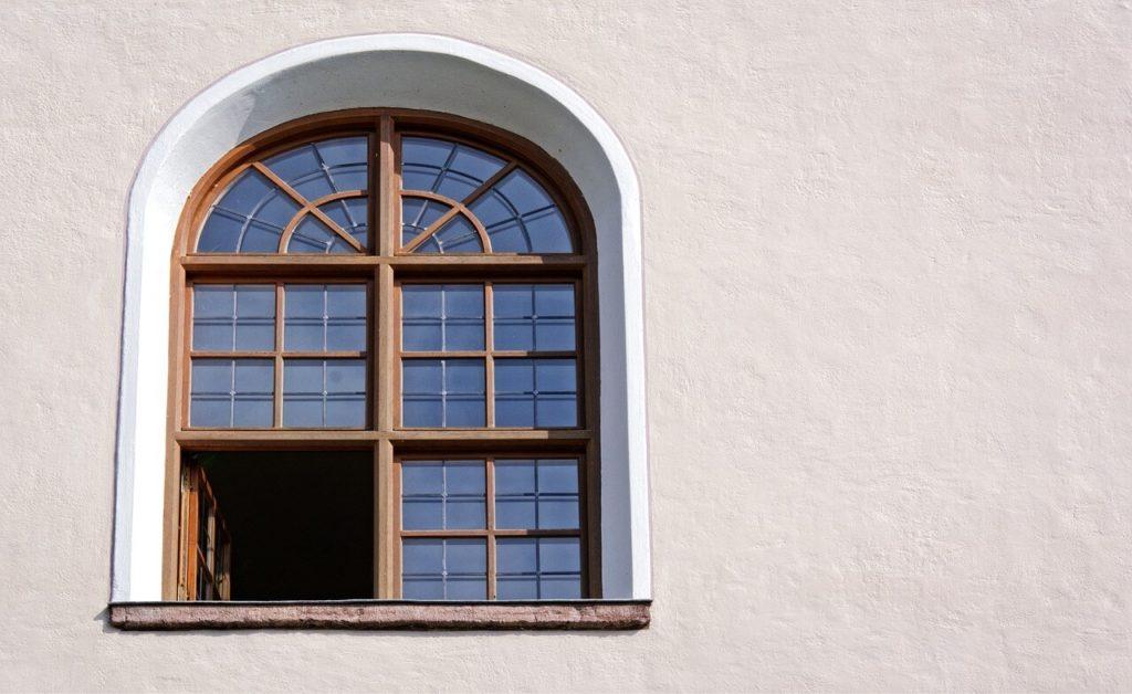 finestroni centinati in legno
