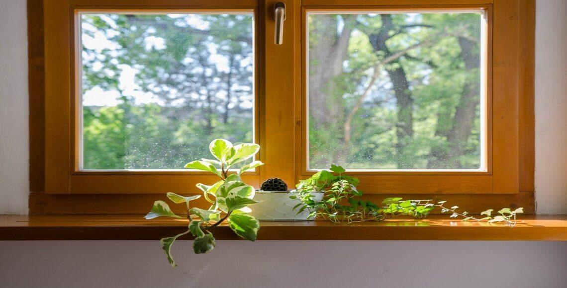 finestra in legno con coprifili