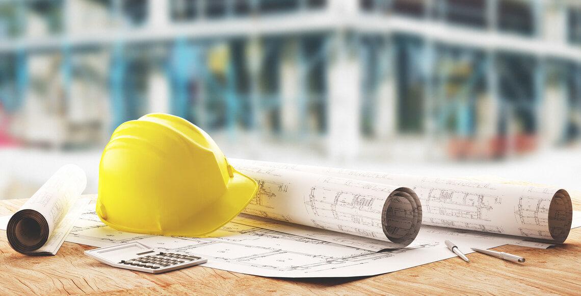 progetti, elmetto e calcolatrice per superbonus 2020